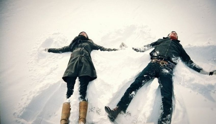 Therapist Tips: 5 Ways to Keep Your Relationship Bond Strong During the Holidays